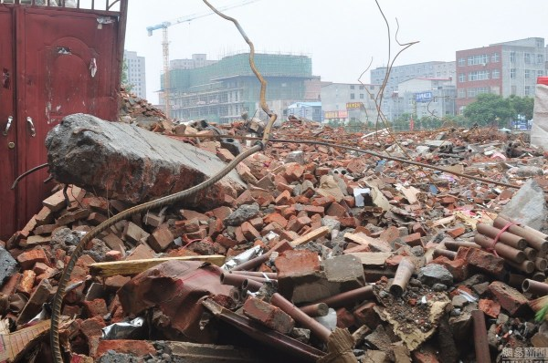 henan-chinese-couple-abducted-in-middle-of-night-return-to-demolished-home-08
