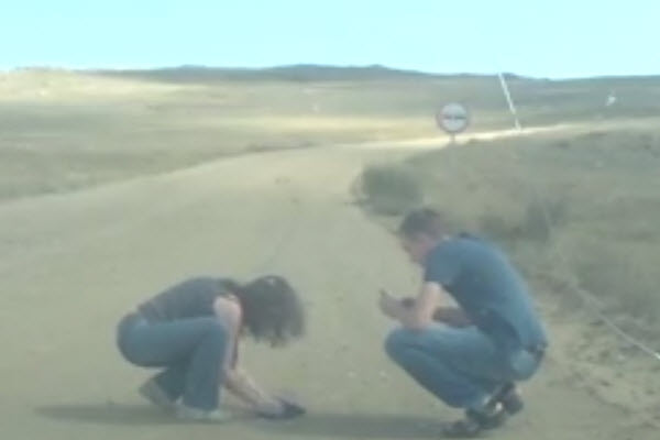 A Russian couple on holiday driving on Olkhon island on Lake Baikal discover a stuck groundhog (prarie dog) that they then help free.