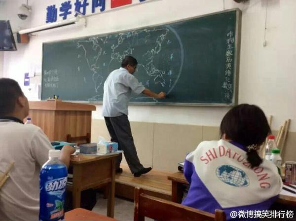 chinese-teacher-freehand-draws-world-map-on-chalkboard-in-class-07