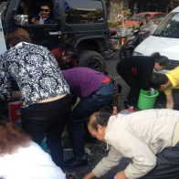 china-changsha-crabs-alligator-spilled-in-traffic-accident-looted-by-chinese-passerbys-05
