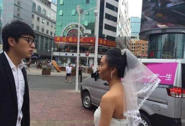 china-shenzhen-chinese-bride-uses-makeup-to-become-old-granny-for-wedding-photos-01