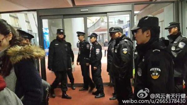 kunming-china-eastern-flight-mu2036-takeoff-aborted-passengers-open-emergency-exits-02