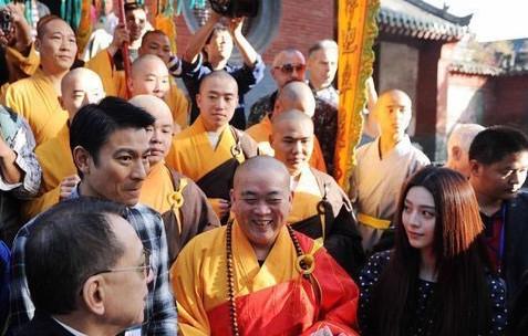 Shaolin Temple Monk Admonishes 20 RMB Donation, Demands 100
