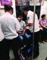 Chinese Netizens Discuss Forbidding Drinking and Eating On Trains