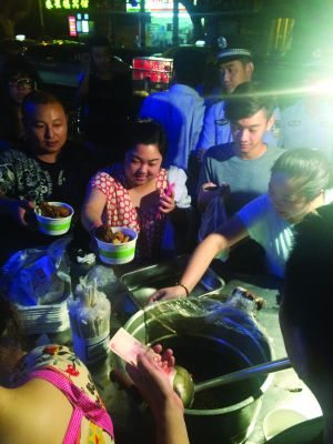 Fried Rice Stall To Close After Huge Crowds Cause Disruption