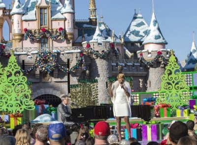 Mary J and David Foster at DLR Christmas day Parade