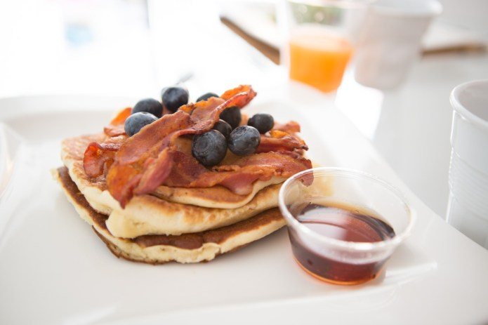 mat-smith-pdhotography-bacon-maple-syrup-pancakes