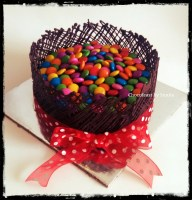 Chocolate cake with collar