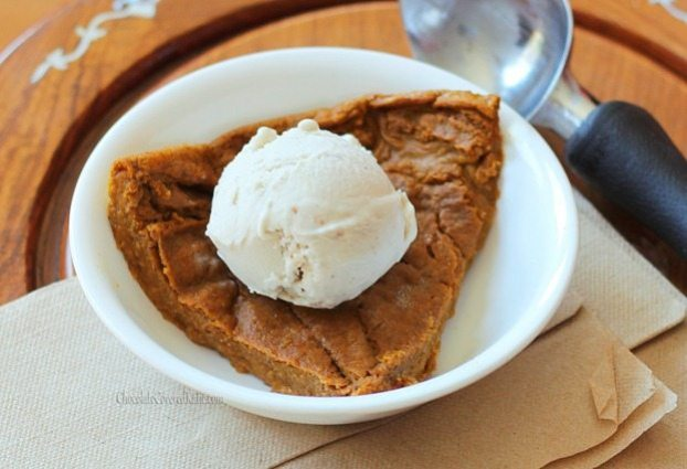 Perfect for those who want to avoid holiday weight gain without giving up dessert, this rich pumpkin pie is so low in calories that you could actually eat the ENTIRE pie (8 servings) for under 450 calories! http://chocolatecoveredkatie.com/2012/11/08/crustless-pumpkin-pie/