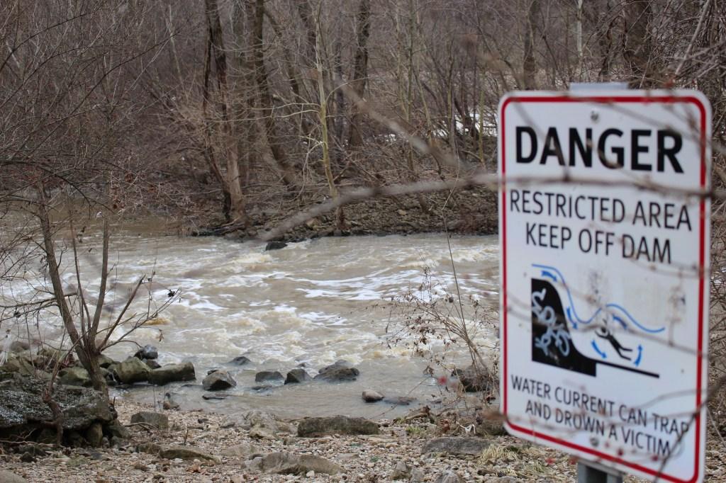 Dam_Sign2_s