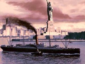 El RMS Carpathia llegando a Nueva York con los supervivientes del Titanic