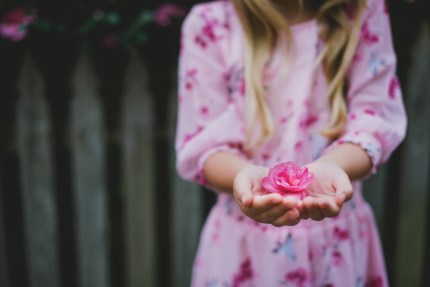 photographers sydney - girl with pink flowers