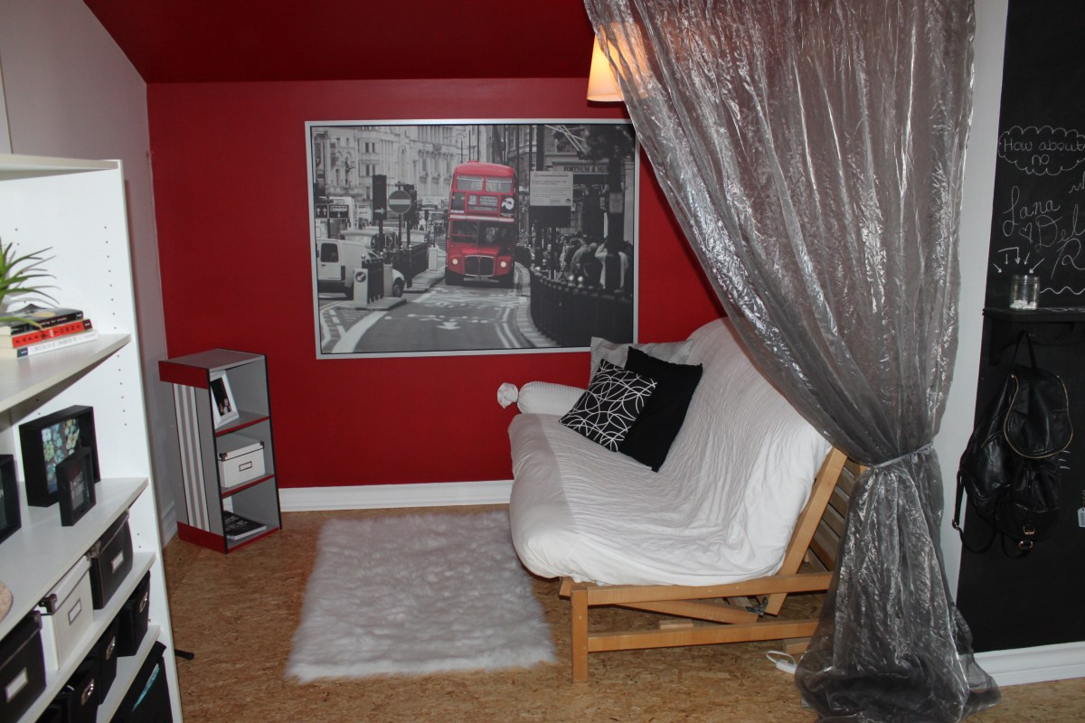 Teen bedroom makeover city theme cindy roy for City themed bedroom ideas