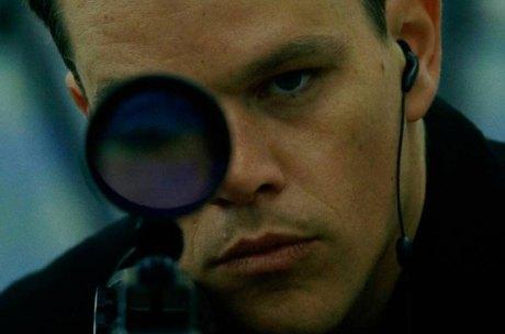"""Jason Bourne (Matt Damon) - Quem melhor para iniciar o top 10, se não o próprio Jason Bourne? Ele esteve presente em """"A Identidade Bourne"""", """"A Supremacia Bourne"""", """"O Ultimato Bourne"""" e volta agora em """"Jason Bourne"""". Quem não se lembra quando ele acorda sem saber quem é no primeiro filme? Aposto que qualquer apaixonado pela franquia tem esse momento guardado na memória. (Isabella Brilha)"""