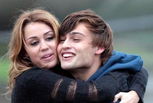 Miley Cyrus e Douglas Booth
