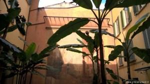 Bologna, Palazzo Sanguinetti già Aldini, cortile interno