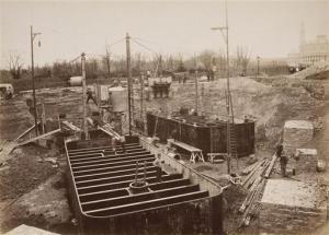 Durante la costruzione della Torre Eiffel: le fondamenta