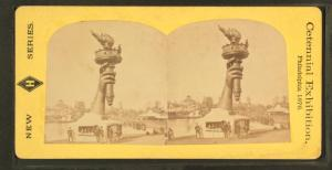 Stereographic card picturing the exhibition of Liberty's arm and torch at the 1876 Centennial Exposition in Philadelphia. Courtesy of The New York Public Library
