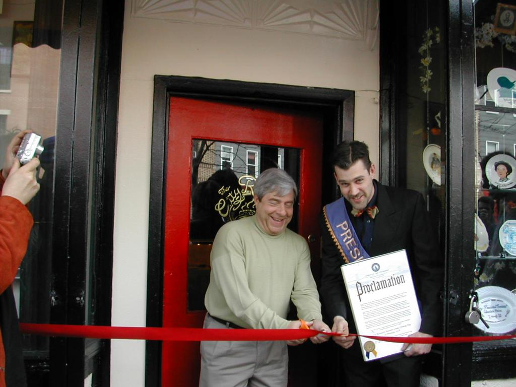 Dave Herman and Brooklyn Borough President Marty Markowitz at the ribbon cutting for the City Reliquary storefront in 2006
