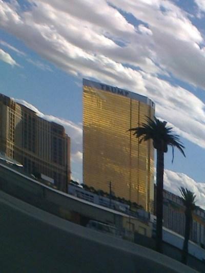 ... se dostáváme do ráje hazardu, do města neřesti a nikdy nekončící hry :) ...