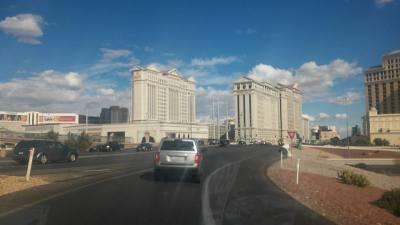 ... a již přijíždíme k našemu hotelu, hotelu Caesar palace ...