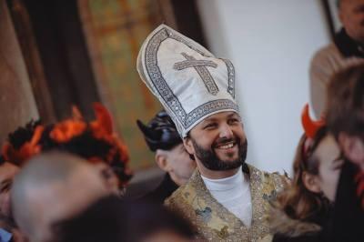 ... zde byl přítomen například i sám papež, několik mikulášů a taky pár zgayovatělejch andělů ...