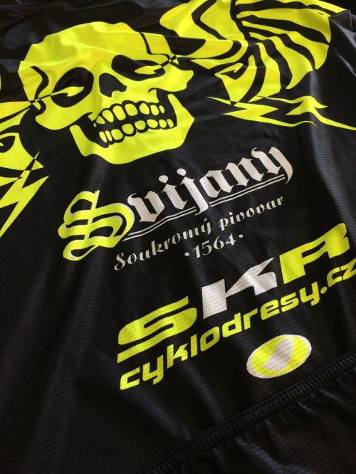 Kontrast barev černá -fluo žlutá - bílá je nezaměnitelný. Pozor firma Sýkora nové upravené logo ...