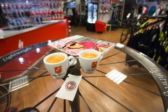 ... k naší italské kávě Hausbrandt ...