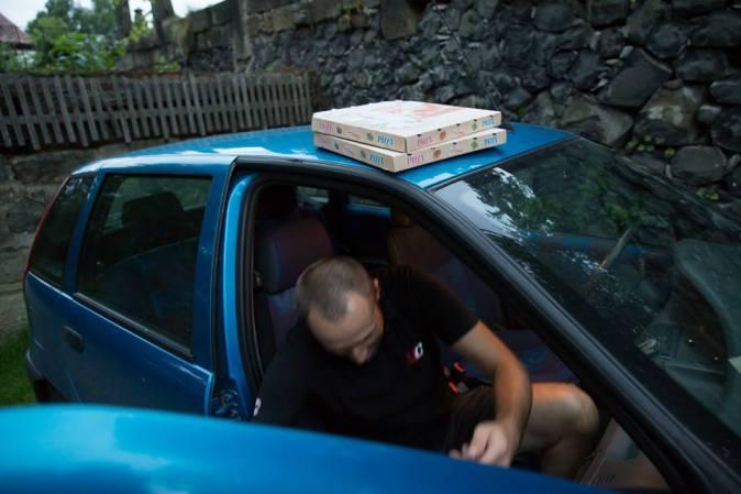 ... Pizza taxi, a´la Raitřík ...