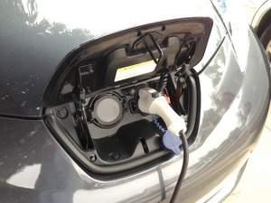 2013-Nissan-Leaf-electric-car