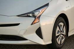 2016,Toyota,Prius,mpg,styling