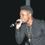 Christopher Martin thrilling the crowd, especially the ladies.