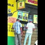 Players lineup to buy Lotto tickets