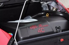 39-2015-alfa-romeo-4c-cofano-motore