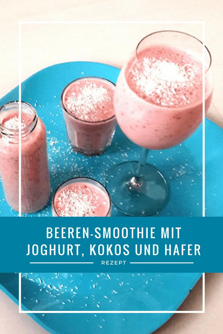 Beeren-Smoothie mit Joghurt, Kokos und Hafer