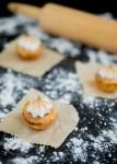 Tarticos de hojaldre rellenos de piña y coco