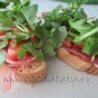 Tapas de Jamón, Tomate y Rucula
