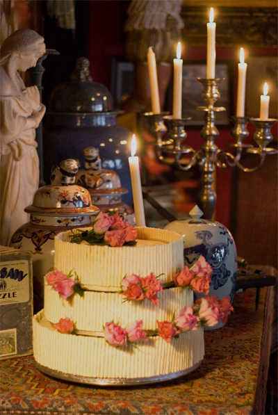Coco&Me - White chocolate cigarretto wedding cake with chocolate sponge 3 tier with roses - www.cocoandme.com
