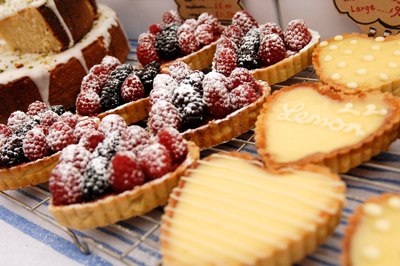 Coco&Me - Coco and Me - Coco & Me - www.cocoandme.com - Tamami - lemon tarts fruit tarts - pictures from the cake market stall - Broadway Market E8 UK