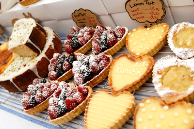 Coco&Me - Coco and Me - Coco & Me - www.cocoandme.com - fruit tart lemon tart - Tamami - pictures from the cake market stall - Broadway Market E8 UK