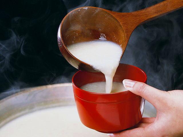酒粕の人気レシピ!加熱はしないで!鍋・漬物・味噌汁・粕漬け・甘酒の作り方など