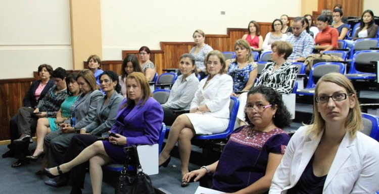 As part of the Chamber of Commerce's ¿Dónde están las mujeres productivas de Costa Rica? initiative, women from different sectors of the Costa Rican economy come together to construct a common platform and further women's leadership
