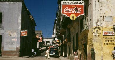 Street_in_San_Juan_Puerto_Rico_(LOC)_(2179157820)