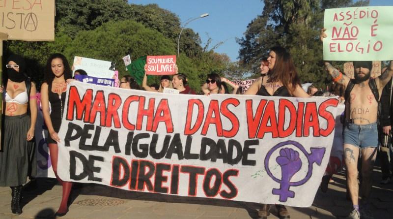 Marcha_das_Vadias_em_Porto_Alegre,_2013