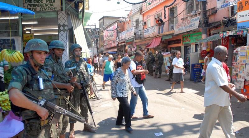 Forças_Armadas_ocupam_o_Complexo_do_Alemão
