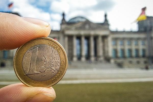 Euro por Dennis Skley