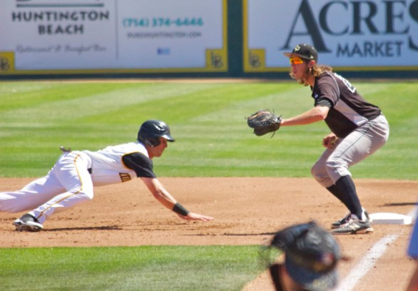 Johnny Bekakis dives back to first. (Photo: Shotgun Spratling)