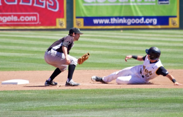 Johnny Bekakis is hosed at 2B. (Photo: Shotgun Spratling)