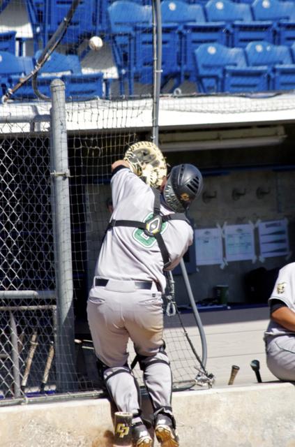 Chris Hoo can't make the catch against the netting. (Photo: Shotgun Spratling)