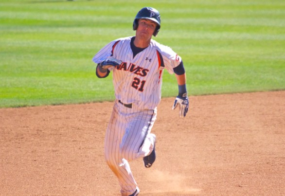 Devin Carter races around the bases. (Photo: Shotgun Spratling)